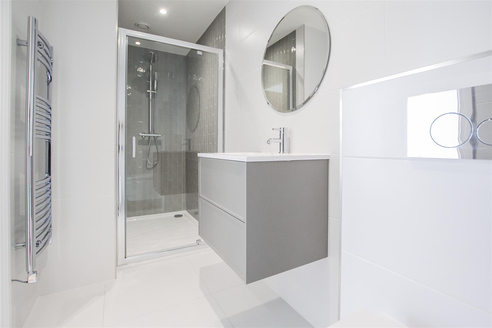 2 Bedroom Apartment For Sale - Image 8